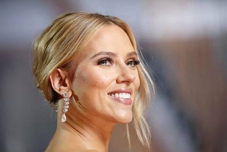 Scarlett Johansson saapui Oscar-gaalaan poikkeuksellisessa tilanteessa, sillä hän oli ehdolla palkinnon saajaksi sekä pää- että sivuosasta.