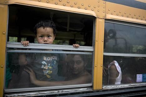 Tulivuorenpurkauksen alta Guatemalassa evakuoidut ihmiset saattavat päästä takaisin koteihinsa jo perjantaina.