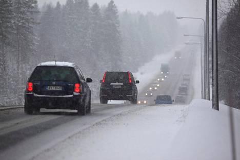 Pieni lumisade saattaa häiritä autojen teknisiä lisävarusteita.