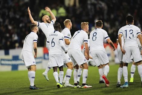 Suomen jalkapallomaajoukkue juhli viime marraskuussa pääsyä EM-lopputurnaukseen.