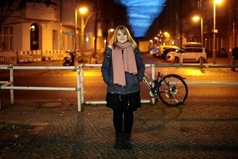 Josephine Damaschke asuu Berliinin Prenzlauer Bergissä, ja sai vuokraansa ison alennuksen uuden sääntelyn ansiosta.