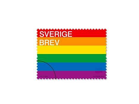 Ruotsin posti julkaisi kuvan sateenkaarilippua kuvaavasta postimerkistä.