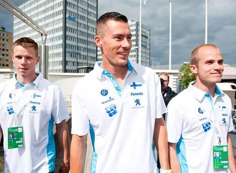 Roni Ollikainen (vas.), Tommi Evilä ja Mikko Kivinen karsivat tänään pituuden finaalipaikoista.