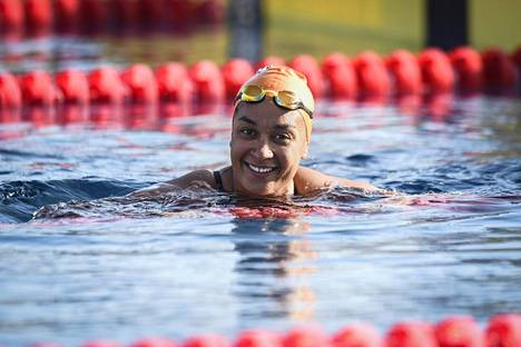 Mimosa Jallow uinnin pitkän radan SM-kilpailussa Leppävaaran uimahallissa kesällä 2019.