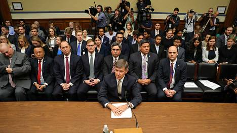 Kansallisen turvallisuuden johtaja Joseph Maguire (edessä) oli torstaina edustajainhuoneen tiedusteluvaliokunnan kuultavana.