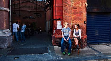 Ystävät Colm Callighan ja Vauney Strahan käyvät ulkona useita kertoja viikossa. Suosikkeihin kuuluu entinen rähjäinen kadunpätkä, jonka vanhasta teurastamosta on tullut tapas-baari.