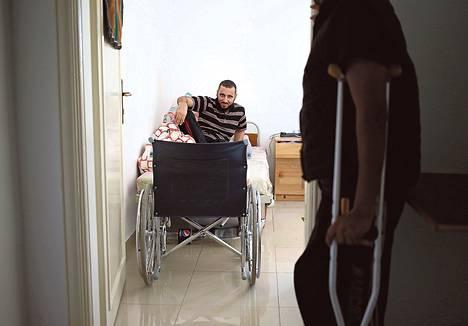 Kapinallistaistelija Shadil Omari odottaa jalkaproteesia Dar al-Karaman klinikalla Jordaniassa.