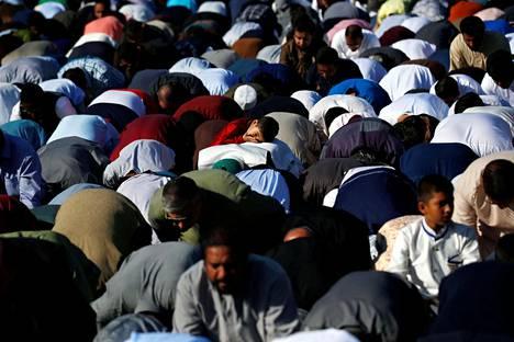 Eid-juhlan rukoushetki Anaheimin Angel Stadiumilla Kaliforniassa sunnuntaina.