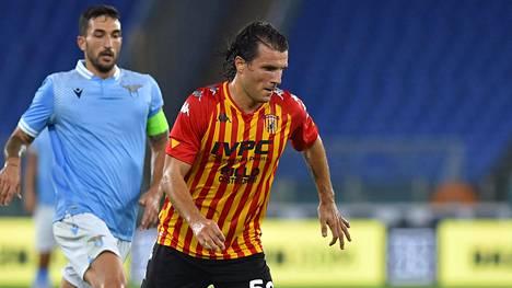 Beneventon Perparim Hetemaj ohitti Lazion pelaajan viime viikon perjantaina pelatussa harjoitusottelussa Roomassa.