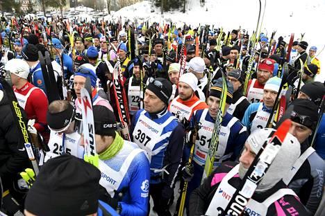 Finlandia-hiihto peruttiin ensimmäisen kerran lumipulan takia. Kuva on viime vuoden Finlandia-hiihdon lähtöalueelta.