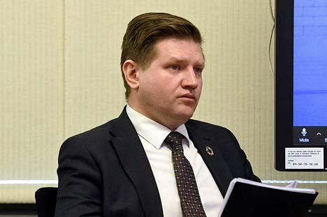 Valtiosihteeri Mikko Koskinen hallituksen koronatilannekatsauksessa 1. huhtikuuta.