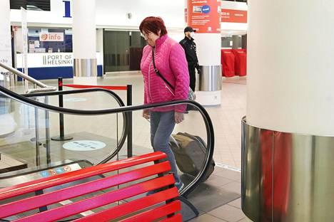 Tiina Muul matkusti Tallinnaan Helsingistä Katajanokan terminaalista torstaina.