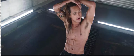 Pete Parkkonen's music video The Point Hundred caused not only a fond rumble, but also criticism related to body positivity.  Screenshot of the video.