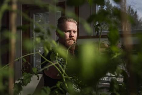 """Sami Herkkola ei ole löytänyt palkkatöitä. Nyt hän opiskelee puutarhuriksi. """"Ketju on niin vahva kuin sen heikoin lenkki"""", hän tiivistää yhteiskunnallisen ajattelunsa."""