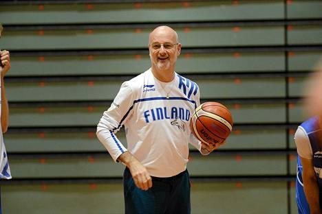 Henrik Dettmann valmentaa tänään Suomen koripallomaajoukkuetta uransa 235:nnen kerran.