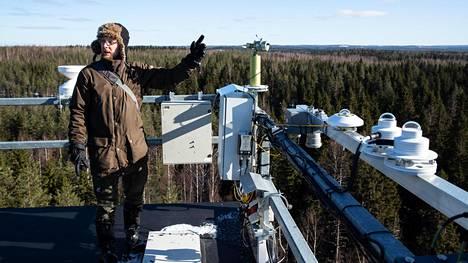 Juho Aalto kertoo, kuinka kaiteeseeen kiinnitetty sun-photometri havaitsi vuonna 2010 Islannin tuhkapilven.