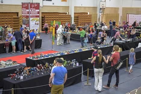 Pii Poo järjesti Lego-tapahtumia aktiivisesti ennen koronapandemiaa. Tässä Legoja esillä Raision tapahtumassa vuonna 2019.
