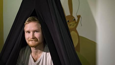 Esa Pelkonen, 23, kuvailee omaa 3,5-vuotiasta Eemi-poikaansa vitsikkääksi ja sympaattiseksi kaveriksi.