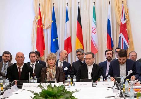 Iranin ulkoministeriön poliittinen varapuheenjohtaja Abbas Araghchi ja Euroopan unionin ulkoisen toiminnan yksikön pääsihteeri Helga Schmid osallistuvat keskiviikkona Iranin ydinohjelmaa valvovan komitean kokoukseen Wienissä.