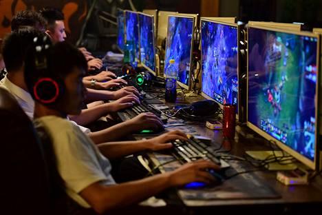 Pelaajia internetkahvilassa Anhuin maakunnassa Kiinassa elokuussa 2018.
