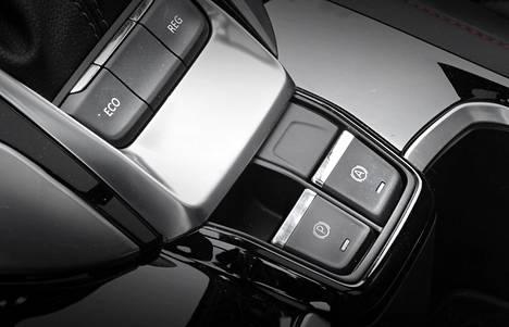 Reg-nappula säätelee moottorijarrutuksen voimakkuutta kolmessa tasossa.