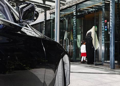 """Muualla Suomessa joudutaan myymään paikoin jopa """"ei oota"""", mutta pääkaupunkiseudulla hotelleja ei ole varaa pitää edes auki."""