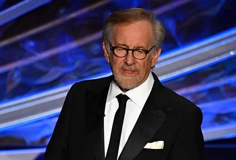 Steven Spielberg tunnetaan Indiana Jones -elokuvien lisäksi muun muassa elokuvista Tappajahai (1975), E.T. (1982), Schindlerin lista (1993) sekä Jurassic Park (1993).