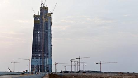 Jeddah Toweria rakennetaan noin tunnin ajomatkan päähän Jeddan kaupungista. Punaisenmeren rannalle pääsee autoilemalla alle kymmenessä minuutissa.