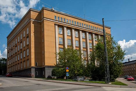 Sekä entinen teollisuuskoulun rakennus että Eduskuntatalo edustavat tyyliltään 1920-luvun klassismia.