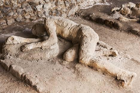 Pompejin kaupunki asukkaineen hautautui tuhkaan 2000 vuotta sitten.