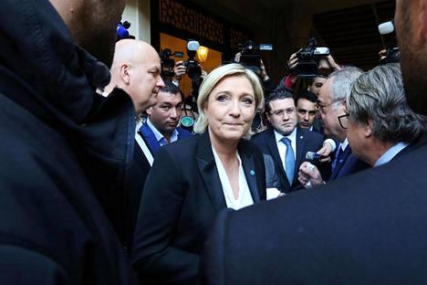 Ranskan kansallisen rintaman johtaja Marine Le Pen peruutti tiistaina tapaamisen libanonilaisen suurmuftin kanssa, koska uskonnollinen johtaja edellytti vieraaltaan huivin käyttöä.
