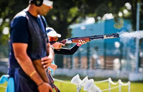 Satu Mäkelä-Nummela puolustaa trap-ammunnassa olympiavoittoaan Pekingin kisoista.