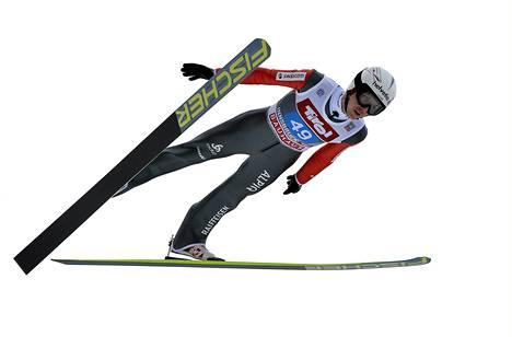 Simon Amman kaatui mäkiviikon ensimmäisessä ja viimeisessä kilpailussa. Kuva sunnuntailta Innsbruckin kisan koekierrokselta.