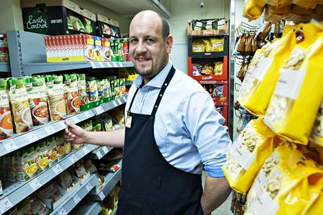Mikko Länsiluoto siirtyi helmikuussa Töölöntorin K-marketin kauppiaaksi. Kilpailu koveni, kun lähistölle avattiin K-supermarket Kasarmi.