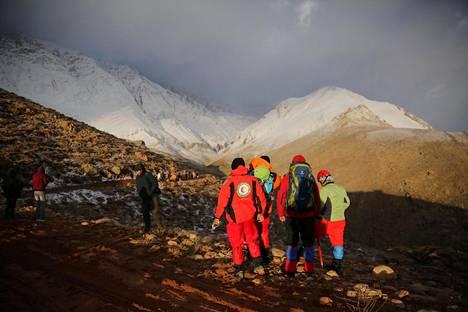 Pelastustyöntekijät etsivät kadonnutta lentokonetta vuoristoisella alueella Iranin keskiosassa 19. helmikuuta.