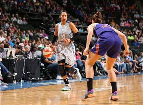 Maya Moore (vas.) on kolminkertainen WNBA:n mestari.