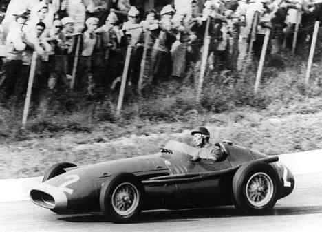 Juan Manuel Fangio voitti urallaan viisi kertaa F1:n maailmanmestaruuden. Hänen aikanaan 1950-luvulla sarjassa ajettiin alle kymmenen kisaa vuodessa.