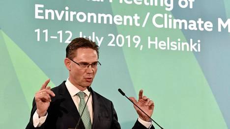 EU-komission varapuheenjohtaja Jyrki Katainen on toinen ehdokas Sitran yliasiamieheksi. Kuvassa Katainen puhuu EU:n epävirallisessa ympäristöministerikokouksessa Helsingissä 12. heinäkuuta 2019.