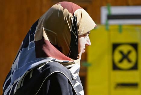 Työnantajalla on EU-tuomioistuimen mukaan oikeus kieltää työntekijöitään käyttämästä näkyviä uskonnollisia symboleita.