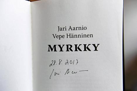 Helsingin entisen huumepoliisin Jari Aarnion ja käsikirjoittaja Vepe Hännisen teos Myrkky on Aarnion oma näkemys tapahtumista.