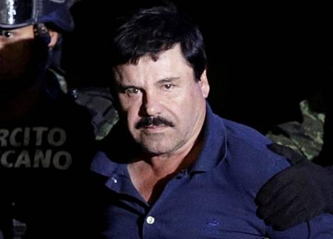 Sotilaat kuljettivat El Chapoa tammikuun kahdeksantena lentokonehangaariin, joka kuuluu Meksikon syyttäjänvirastolle.
