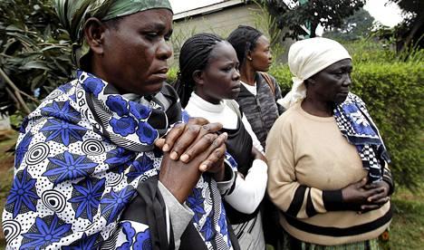 Omaiset valmistautuivat tunnistamaan ostoskeskukseen tehdyssä iskussa kuolleita omaisiaan keskiviikkona Nairobissa.
