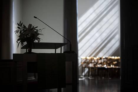 Pappien ja kirkon lehtorien rikoksia ei tiettävästi ole selvitetty Suomessa koskaan aikaisemmin. Kuva Helsingin Tuomiokirkosta.