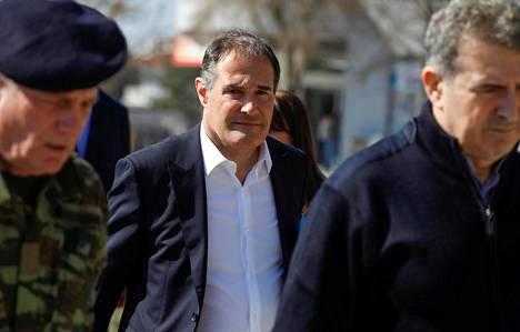 EU:n rajavalvontaviranomaisen Frontexin johtaja Fabrice Leggeri lähellä Kreikan ja Turkin rajaa maaliskuussa.