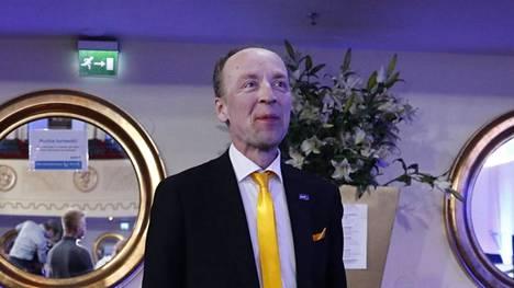 Perussuomalaisten puheenjohtaja ja Helsingin pormestariehdokas Jussi Halla-aho on nousemassa Helsingin suurimpien ääniharavien joukkoon.