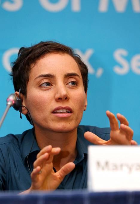 Iranilainen Maryam Mirzakhani vastaanotti Fieldsin mitalin keskiviikkona Etelä-Korean pääkaupungissa Soulissa.