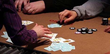 Omaha-pokeria Casino Helsingissä. Kuvan pelitilanne ei ole kesän 2012 Midnight Sun Poker -turnauksesta.