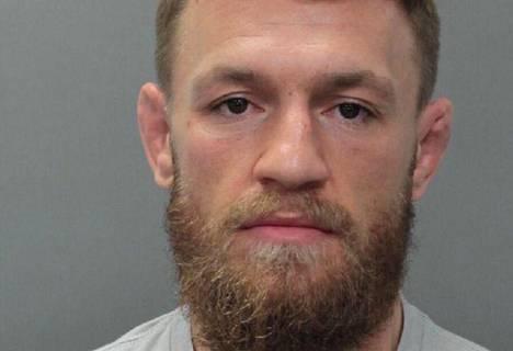 Poliisi julkaisi Conor McGregorin kuvan pidätyksen jälkeen.