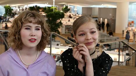 Kaisla Aarnio ja Saima Rönty pitävät erityisesti Salla Simukan teoksista.
