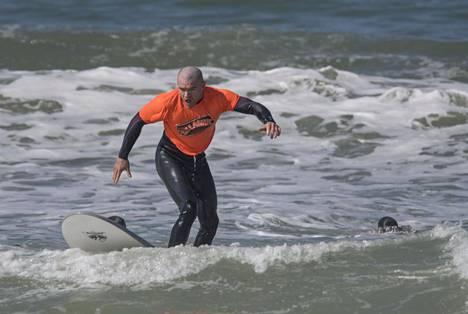 Jordan Goudreau kuvattuna haavoittuneiden sotaveteraanien surffauskurssilla Camp Pendletonissa Kaliforniassa maaliskuussa 2017.